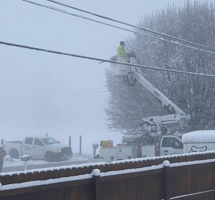 Lineman in Snow 3